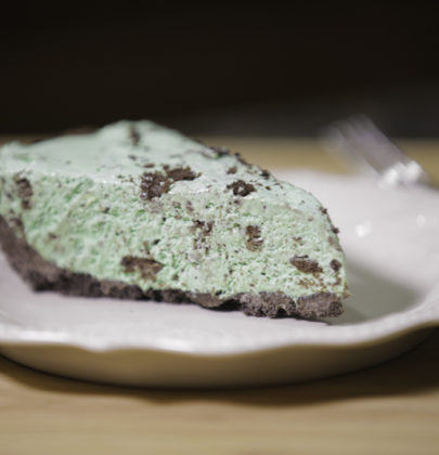 Easy Thin Mint Oreo Cookie Grasshopper Pie