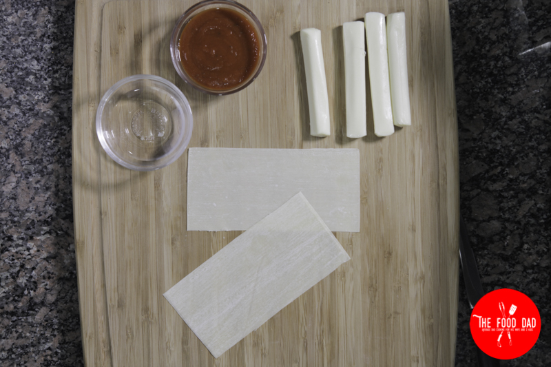 Mozzarella-Cheese-Sticks-Homemade-Under-5-Minutes-cut-in-two